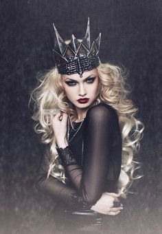 Big curls & fluffy I love how it is dark colored. Her hair, eyes, and pale skin bring contrast to the dark. The models pose really makes the picture. Love the crown. Queen of Spades by Amanda Diaz on Fantasy Photography, Portrait Photography, Fashion Photography, Amanda Diaz, Dark Queen, Queen Of Spades, Maquillage Halloween, Halloween Kostüm, Halloween Makeup