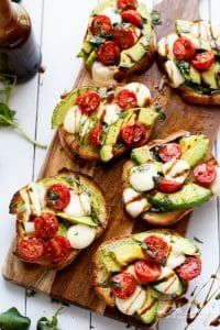 Grilled Avocado Caprese Crostini are the ultimate EASY appetizers infused with olive oil and piled high with Caprese flavours! Grilled Avocado Caprese Crostini are the ultimate EASY appetizers infused with olive oil and piled high with Caprese flavours! Gourmet Recipes, Cooking Recipes, Cooking Ham, Catering Recipes, Catering Ideas, Cooking School, Cooking Classes, Easy Cooking, Grilled Avocado