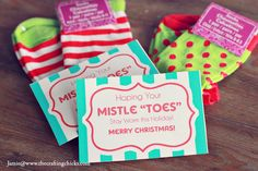 "Mistle ""Toes"" Christmas Socks Gift Tag - free printable.  Absolutely perfect for the kindergarten teacher's Christmas gift!"