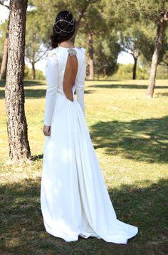 Vestido novia escote espalda bebas closet-tocado suma cruz-Superfluo Imprescindible