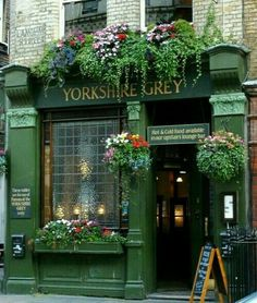 Yorkshire grey pub, london places to visit restaurant terras Fred Instagram, Vitrine Design, Deco Restaurant, British Pub, British Isles, Pub Signs, Cafe Shop, Shop Fronts, Flower Boxes
