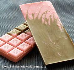 Vollmilch-Erdbeer Schokolade / Milk chocolate with strawberries.    Rezept / Recipe: http://www.schokoladentafel.com/rezepte/vollmilch-erdbeer-schokolade/