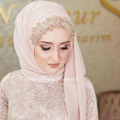 Muslimah Wedding Dress, Hijab Bride, Girl Hijab, Muslim Fashion, Hijab Fashion, Fashion Dresses, Hijab Evening Dress, Hijab Dress, Wedding Hijab Styles