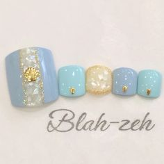 Blah_zehさんのフット,夏,ジェルネイル,ブルー,シェルネイル♪[1015714]|ネイルブック Pedicure Designs, Toe Nail Designs, Love Nails, Pretty Nails, Sculpted Gel Nails, Vacation Nails, Manicure Y Pedicure, Blue Pedicure, Feet Nails