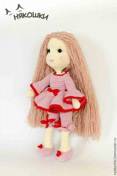 Купить или заказать Мальвина в розовом в интернет-магазине на Ярмарке Мастеров. Мальвина в красном. Изящная, нарядная, с длинными струящимися волосами. В ярком розовом платье с бантиками. С румяными щечками и красивыми ресницами. Эта девушка может сгибать ручки и ножки, наклонять голову и быть прекрасной подружкой. Превосходный вариант подарка для девочки 5-9 лет. Вся одежка снимается.