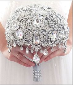 New ideas jewerly bridal bouquet bling Bling Wedding, Glitter Wedding, Crystal Wedding, Trendy Wedding, Wedding Ideas, Diy Wedding, Wedding Flowers, Wedding Poses, Dress Wedding
