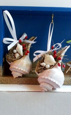 Whelk conch shell beach ornament with spanish by beachseacrafts Beach Christmas Trees, Nautical Christmas, Christmas Crafts, Tropical Christmas, Etsy Christmas, Seashell Projects, Seashell Crafts, Beach Ornaments, Xmas Ornaments