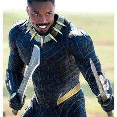 Black Panther makes his debut in the Marvel Cinematic Universe without a cape in the 2017 movie Captain America: Civil War. This reimagining of the Black Panther costume creates a modern feel cohesive with other Marvel movie stars. Spiderman Cosplay, Marvel Cosplay, Spiderman Marvel, Marvel Avengers, Superman, Black Panther 2018, Black Panther Marvel, Hero Squad, Film Black