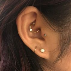 Jewelry Accessories - Piercing is an absolute remie for migraines, more than . - Jewelry Accessories – That piercing is an absolute remie for migraines, more than just aussi joli - Piercing No Lóbulo, Piercing Oreille Cartilage, Tattoo Und Piercing, Tragus Piercings, Body Piercings, Daith Piercing Jewelry, Tragus Stud, Daith Piercing Migraine, Anti Tragus