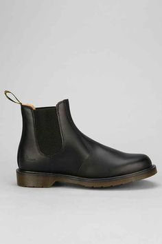 See what is the 3 most important things when choosing a good work boots Doc Martens Chelsea Boot, Chelsea Boots, Sock Shoes, Men's Shoes, Shoe Boots, Comfy Shoes, Casual Shoes, Good Work Boots, Doc Martens Outfit