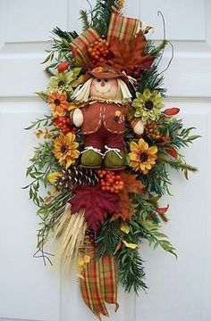 Scarecrow Swag-- www., Scarecrow Swag-- www. Deco Wreaths, Holiday Wreaths, Thanksgiving Wreaths, Thanksgiving Decorations, Fall Decorations, Fall Swags, Autumn Decorating, Wreath Crafts, Fall Crafts