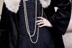 Style of the Roaring -- layers, pearls, soft fabrics, [vintage] fur. Roaring Twenties, The Twenties, Miss Pandora, Louise Ebel, Lady Mary Crawley, Jordan Baker, Laura Carmichael, Red Right Hand, Topshop Bags