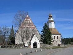 Sauvon kirkko tapuleineen. Kuva: MV/RHO Minna Ryyppö 2007
