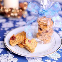Sušenky můžete zabalit do celofánového sáčku nebo jimi naplnit proutěný košíček; Greta Blumajerová