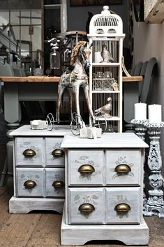 Antiquechic - Page 2 of 70 - recycling and reinventing furniture Diy Door, Painted Furniture, Antiques, Creative, Inspiration, Home Decor, Chic, Repurpose, Antiquities