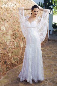 Brilla llena de elegancia y sensualidad en tu gran día con la colección Bride light de Novias by Charo Ruiz  Ref. 00338 VESTIDO BUSTO MANGA  www.charoruiz.com