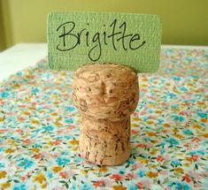 Place card holders | 10 DIY Wine Cork Projects