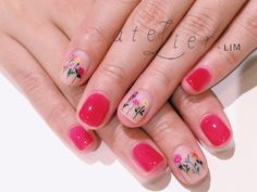 Flowery manicure, love it | Less is more