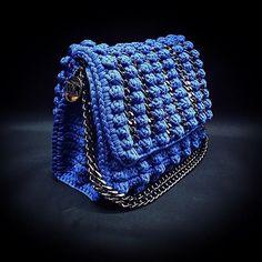 Δεν υπάρχει διαθέσιμη περιγραφή για τη φωτογραφία. Crochet Handbags, Crochet Purses, Crochet Bags, Crochet Shoulder Bags, Popcorn Stitch, Diy Purse, Diy Canvas, Knitted Bags, Knitting
