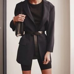 Love this belted blazer paired with black bike shorts - the coolest chic street style outfit idea Trend Fashion, Look Fashion, Womens Fashion, Fashion Mode, Classy Fashion, 70s Fashion, Fashion Ideas, Fashion Beauty, Winter Fashion