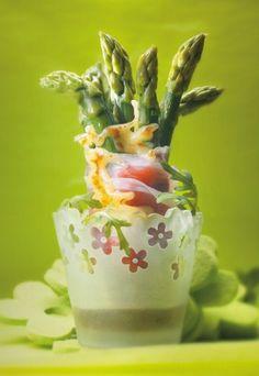 Asparagi arrosto al crudo di Parma e Parmigiano Italian Appetizers, Snack, Brunch, Parma, Food, Drink, Tasty Food Recipes, Cooking Recipes, Lebanese Cuisine