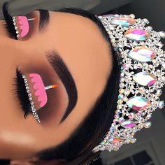 Initiale B Luxus Beauty Queen Frau Gesicht mit Krone Logo Design Vektor inspiriert . Makeup Eye Looks, Eye Makeup Art, Crazy Makeup, Cute Makeup, Pretty Makeup, Skin Makeup, Eyeshadow Makeup, Crown Eyeshadow, Eyeliner