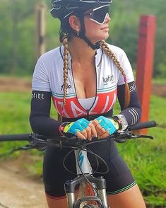 Image may contain: one or more people and outdoor Road Bike Women, Bicycle Women, Bicycle Girl, Mtb Bicycle, Cycling Girls, Cycle Chic, Biker Girl, Cycling Outfit, Athletic Women