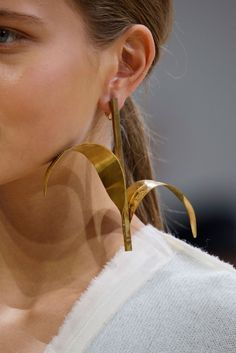 Earring detail at Allude Spring 2016 RTW.