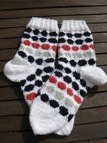 Lady in red: Marimekon räsymattosukat Marimekko, Knitting Socks, Interior Design Kitchen, Dory, Lady In Red, Knit Crochet, Gloves, Fashion, Knit Socks