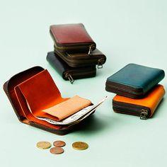 【m+】zonzoの商品詳細ページです。お札・小銭・カードが入る、名刺入れのようなサイズのジップウォレットです。ミニ財布にありがちな「札を折ってから入れる」不便さを解消した、優れた設計です。レジャーや散歩に活躍します。