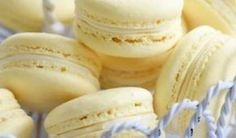 Light and airy vanilla macarons with a delicious vanilla buttercream filling. Almond Vanilla Macarons Recipe from Grandmothers Kitchen. Lemon Macarons, French Macaroons, Italian Macarons, Lemon Macaron Recipe, Macaroon Recipes, Köstliche Desserts, Delicious Desserts, Dessert Recipes, Finger Foods