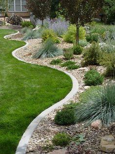 Diy Garden Edging Ideas That Bring Stlye And Beauty To Your Front Yard - Gardens Landscaping Mulch Landscaping, Landscaping With Rocks, Front Yard Landscaping, Landscaping Ideas, Landscaping Software, Metal Garden Edging, Lawn Edging, Concrete Edging, Brick Edging