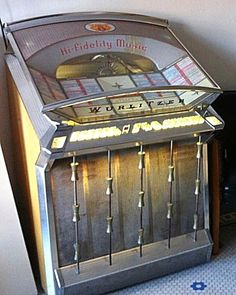 Amazing mid century, modern jukebox atomic mid-century re Slot Machine, Music Machine, Vending Machine, Vintage Music, Vintage Box, Vintage Stuff, Jukebox, Furniture Office, Radios