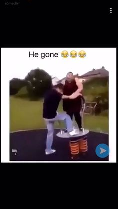 Memes Discover When I first saw this I was crackin UUUP! I laugh harder every damn time i see this. Im sorry fat girls. Im one of you but this shit is funny. Video Humour, Funny Video Memes, Crazy Funny Memes, Really Funny Memes, Stupid Funny Memes, Funny Laugh, Funny Relatable Memes, Videos Funny, Funny Texts