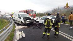 Incidente a Spello sulla SS75, un ferito lieve nello scontro tra due mezzi. Sul posto è intervenuta la squadra deivigili del fuocodel distaccamento di Foligno...