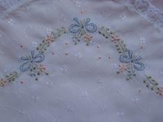 Neuza Enxovais: vira manta de lese bordada à mão
