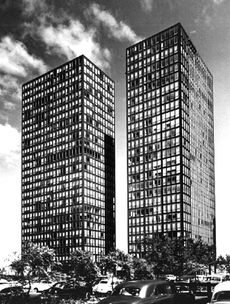 Lake Shore Drive apartments. Chicago 1951 / Mies van der Rohe