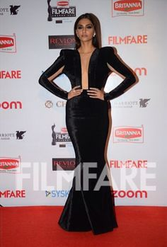 Trust Sonam Kapoor to keep surprising us with her sartorial picks. The black gown she has donned is extremely and decadently sexy at the #BritanniaFilmfareAwards2016.