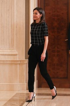 50 Modern Work Outfits Ideas For Women is part of Fashionable work outfit - Whether you are a welder, house painter, machine operator, or any other professional, you need to have the right work […] Business Outfit Damen, Business Casual Outfits For Women, Casual Work Outfits, Mode Outfits, Work Casual, Office Attire Women Professional Outfits, Casual Work Clothes, Cute Professional Outfits, Women Business Attire