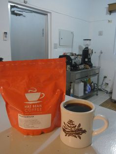巨大台風到着前に、  イギリスから新しいコーヒーが届きました★    ケニア Karatina AA  SL28,34,Ruiru11種 1763m    ピーチのような重甘さ、ジャスミンのような風味♪  素晴らしくジューシーなケニアのコーヒーです。