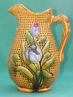 """Les pichets en barbotine de Nimy  Pichet """" Tulipes """"  hauteur 26 cm  Cachet """" Mouzin-Lecat """" 1851 -1890"""