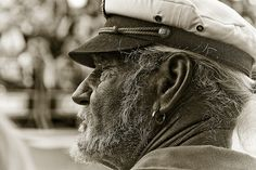 Old sailor - lovely image. Sea Captain, Captain Hat, Beautiful Taylor Swift, Beautiful Life, Renaissance Pirate, Golden Age Of Piracy, Hippie Lifestyle, Face Reference, Cool Hats