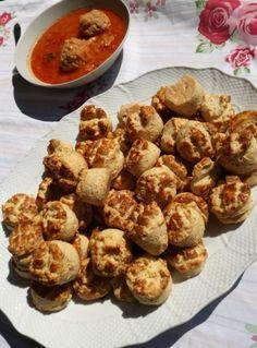 Töpörtyűs pogácsa, ahogy a nagyi készítette | Mai Móni Muffin, Pizza, Bread, Baking, Breakfast, Ethnic Recipes, Food, Morning Coffee, Brot
