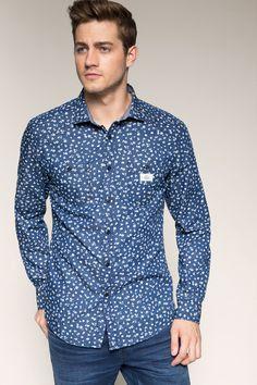 http://www.esprit.fr/mode-hommes/chemises/a-motifs/chemise-imprimée-100-coton-085CC2F007_400   ALTERNATIVE : http://www.devred.com/produit/Chemise-homme-casual-imprime-sur-denim-11253.r.html?colorProductId=90533