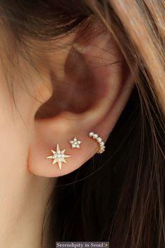 Starburst Stud Earring Delicate starburst stud crafted from solid gold. Suitable to wear in cartilage piercing or ear lobe as a regular earring! Sold as one single earring! Spiderbite Piercings, Pretty Ear Piercings, Smiley Piercing, Triple Lobe Piercing, Double Ear Piercings, Second Piercing, Double Cartilage, Gold Bar Earrings, Ear Piercings