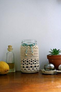 Ideas Basket Crochet Pattern Mason Jars For 2019 Crochet Kitchen, Crochet Home, Cute Crochet, Crochet Motif, Crochet Patterns, Mason Jar Cozy, Quart Size Mason Jars, Crochet Jar Covers, Crochet Decoration