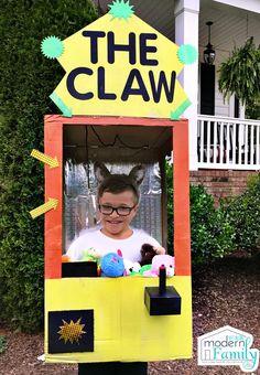 DIY The Claw Machine via @BeckyMans Creative Costumes, Diy Halloween Costumes, Cool Costumes, Halloween Makeup, Costume Ideas, Toddler Halloween, Fall Halloween, Halloween Ideas, Toy Claw Machine
