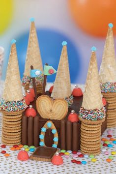 Un château en gâteaux cake decorating recipes kuchen kindergeburtstag cakes ideas Boy Birthday, Birthday Cake, Party Fiesta, Party Cakes, Cake Cookies, Amazing Cakes, Food Art, Kids Meals, Gingerbread