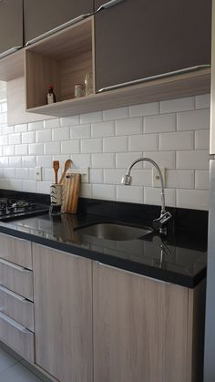 Cozinha planejada boa vista planejada, b. Modern Kitchen Interiors, Elegant Kitchens, Contemporary Kitchen Design, Kitchen Room Design, Kitchen Layout, Interior Design Kitchen, White Kitchen Decor, Diy Kitchen Storage, Kitchen Furniture