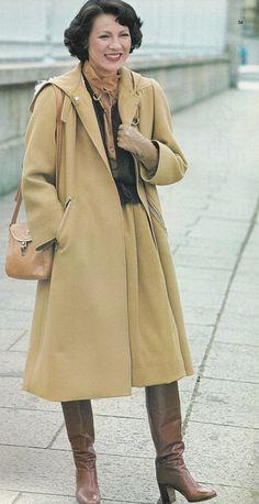 Vintage Fashion, Coat, Womens Fashion, Jackets, Dressing Up, Heeled Boots, Down Jackets, Sewing Coat, Fashion Vintage